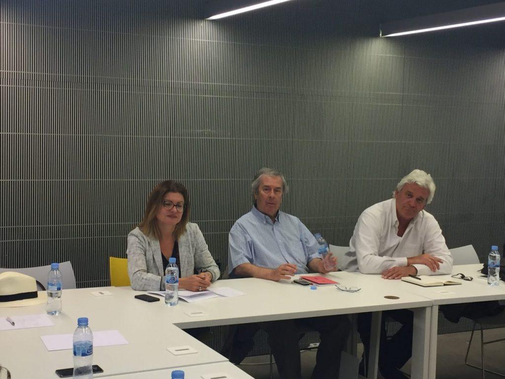 Manuel Quieroga, en el centro. En una reunión de la Junta Directiva