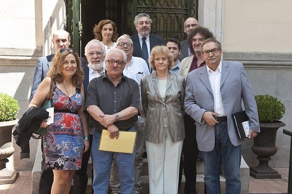 Representantes de la Plataforma Seguir Creando tras la reunión con Soledad Becerril